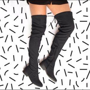 LAST ONELadies over knee boots. Black