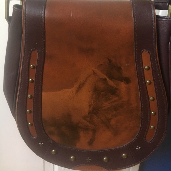 7c70ee6f267 Scully horse shoe shape leather purse