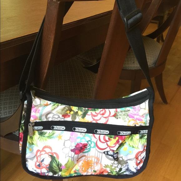 Lesportsac Handbags - LeSportsac shoulder bag - used