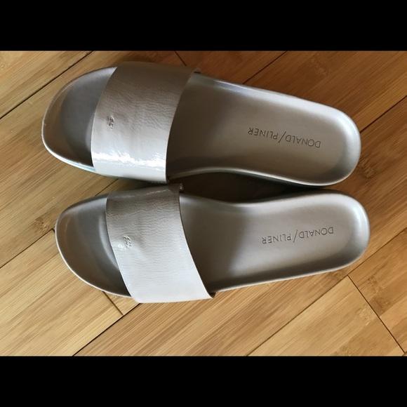98670d218ce33a Donald J. Pliner Shoes - New without box Donald J Pliner Fifi flip flops