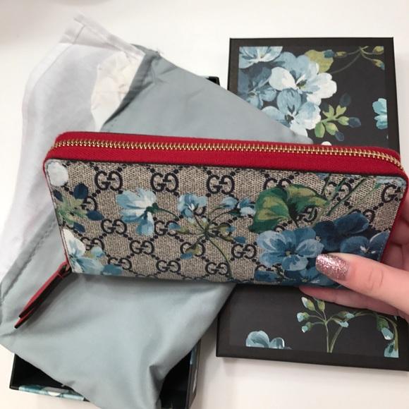 c44dd38b7 Gucci Blue Blooms Wallet