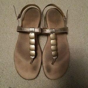 Aerosoles gold t strap sandals sz 8.5