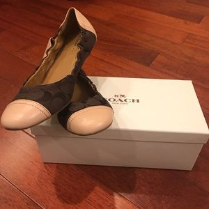 👗NWT Coach leather cap toe ballet flats