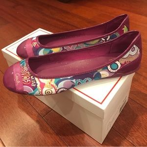 👗NWT beautiful berry and mixed print coach flats
