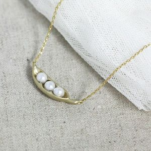 Jewelry - 🆕 Sweet Peas in a Pod Necklace