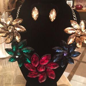 Jewelry - Statement piece necklace set