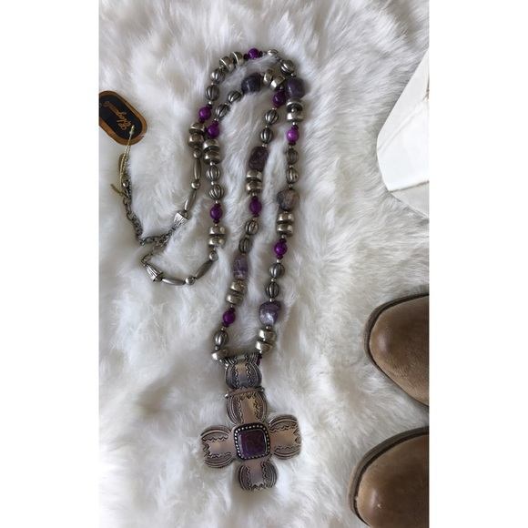 Jewelry - •new• amethyst cross pendent necklace