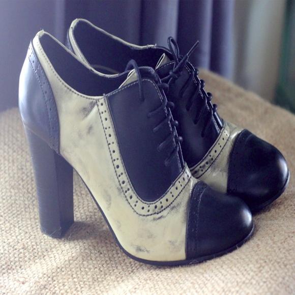 459aa33dfb13b Dollhouse Shoes - B&W DOLLHOUSE oxford heels - Size 7.5