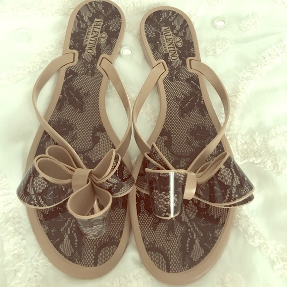 0fbfcb1bed4c9 Authentic Valentino couture bow thong sandal. M 59a085a8a88e7d0b0d002b5a