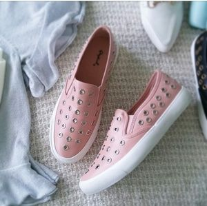 🆕//The Veronica// Pink keyhole detail sneaker