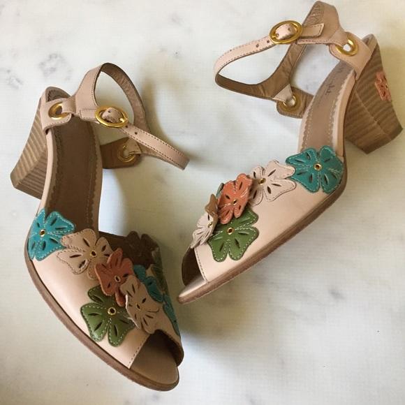 86c6a718b1c Anthropologie Shoes - FinalPrice Miss Albright Flower Cut-out Sandal