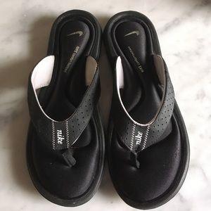 Nike black and white sandals