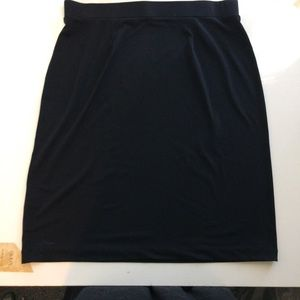 Dana Buchman Black skirt. Size large.