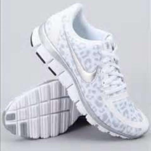 Nike snow leopard tennis shoes size 11 women s. M 59a0c7e641b4e0fdd9013327 739d97b032