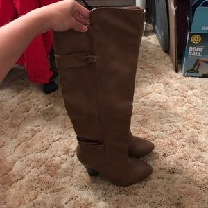 NWOT brown boots