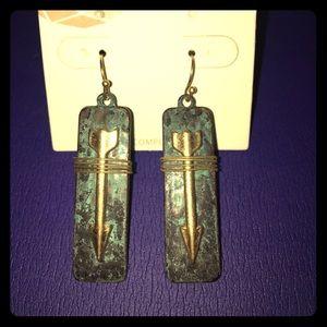 Jewelry - Turquoise hanging arrow earrings 🌟