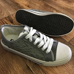 Boys Sneaker Shoe Gray/White Canvas Girls Laces Up