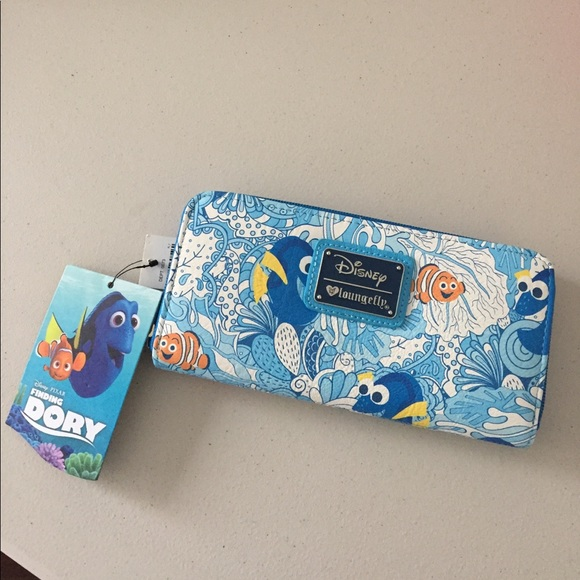 b7dc5975281 Disney Loungefly Finding Dory Wallet