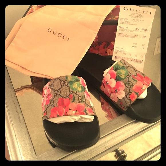 921e4ceec Gucci Shoes | Authentic Gg Blooms Supreme Slide Sandal | Poshmark