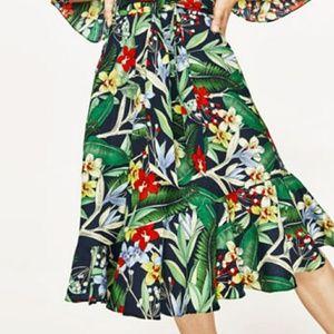 Small nwt zara floral skirt