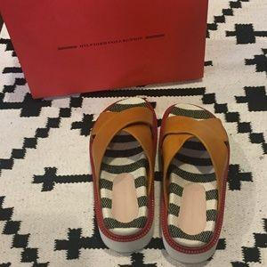 NWT Tommy Hilfiger Platform Sandal Size 9