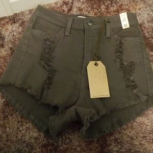 Pants - Highwaisted Shorts