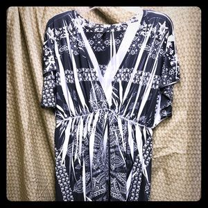 Dresses & Skirts - EUC print dress.  Material is stretchy