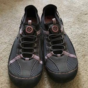Shoes - Jeep  traction sole sneakers
