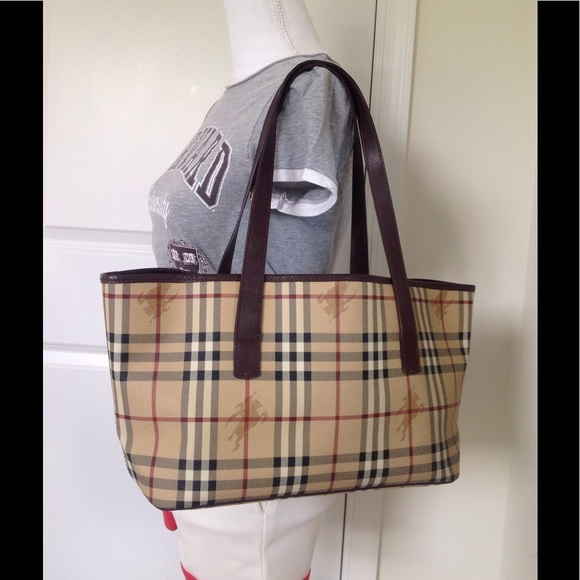 28cd5b84e1 Burberry Handbags - EUC authentic Burberry haymarket check large tote