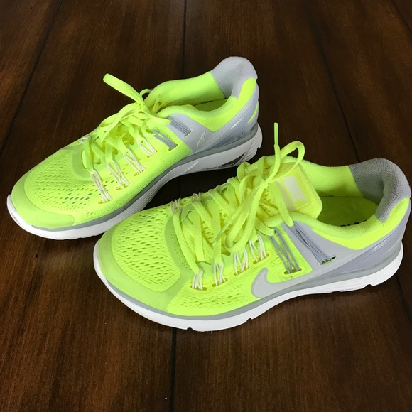 Zapatos Zapatos Zapatos Nike Mujeres Neon Lunareclipse 3 Corriendo Poshmark 73bc10