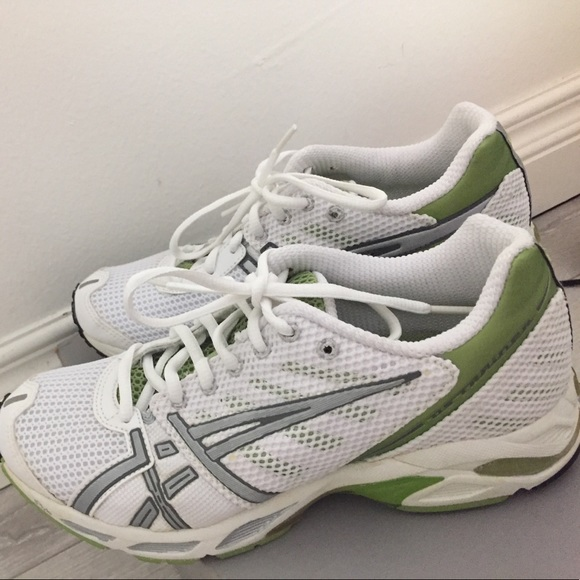 release date: 14a8e fa1d7 Asics Gel DS Trainer 12 -NWOT. Size 8 1/2
