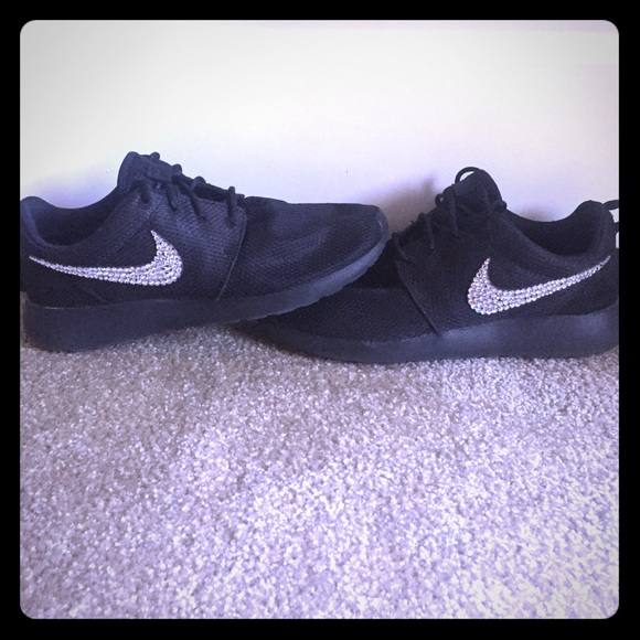 finest selection 3b329 feba3 Nike Roche Bling Swarovski Crystal Shoes 9. M 59a1d27ba88e7d8cb7020388
