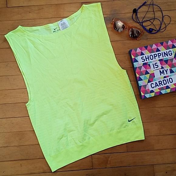 2470c2e08 Nike Women's Dri Fit Sleeveless Shirt Tank. M_59a1e51b2599fe9ef202568a