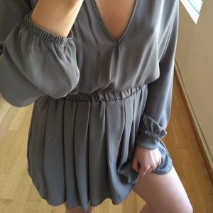 Brandy Melville V-neck long sleeves mini in taupe
