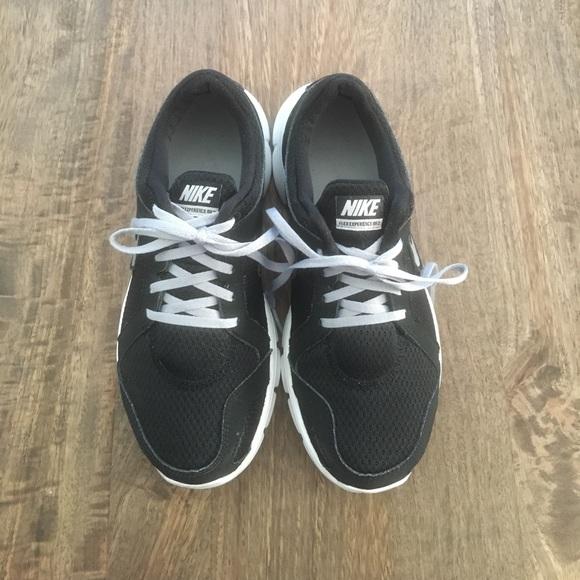 63a2377663f8f Nike Flex Run Experience 2 in black. M 59a1f110c28456effc028e88