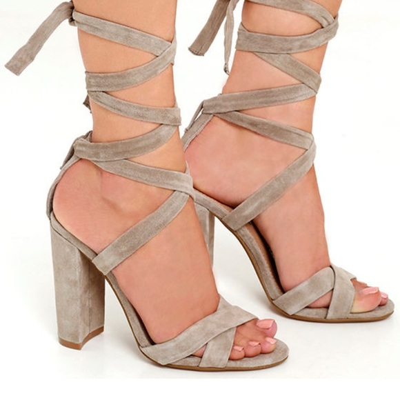 3face4a69652 BRAND NEW Steve Madden Suede ankle tie sandal. M 59a20b4cbcd4a73f6f02f84a