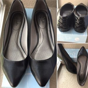 Final price NWT Life Stride black pointy flats