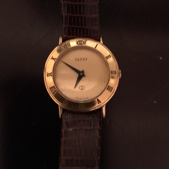5cd9987703792 Women's Gucci watch with brown leather band.