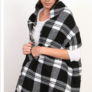 Black and white oversized blanket scarf.