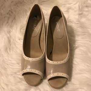 "Aerosoles, 3"" Taupe colored pumps"