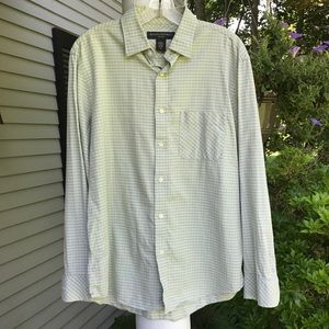 Handsome men's long-sleeved button down shirt
