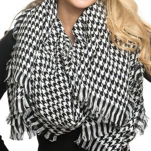 NWT Luxe Houndstooth Blanket Fringe Scarf