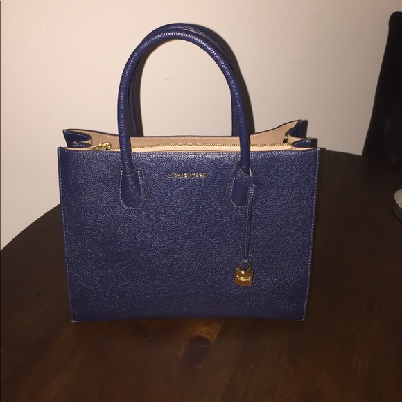 0690ee244e13 Michael Kors Mercer Large Leather Tote Navy. M 59a304f69818292ecc05dd63