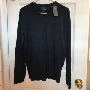 NWT ABERCROMBIE & FITCH MEN SWEATER SZ. Sm