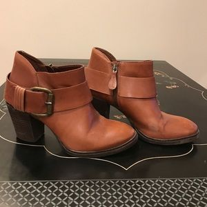 Caramel brown Steven Madden ankle boots. Sz 9