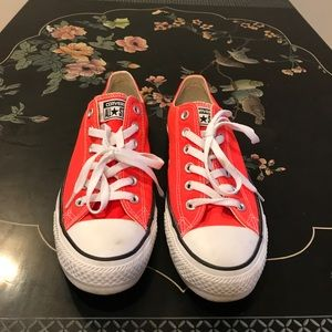 Bright orange converse all stars. Sz 7 mn/9 wmn