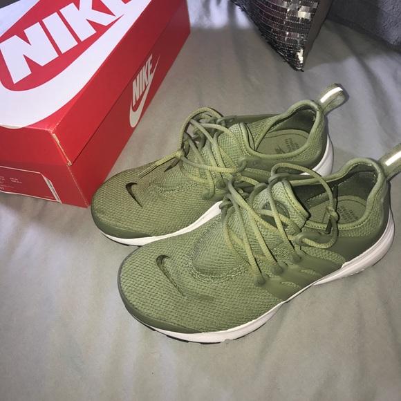 Women's Nike air presto in olive green