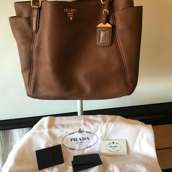 6266ac811d53 PRADA Sacca 2 Manici Pebbled Leather Bag. M 59a32ad14e8d17e6bb06a281