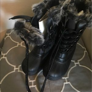 NWT Quest Snow Boots
