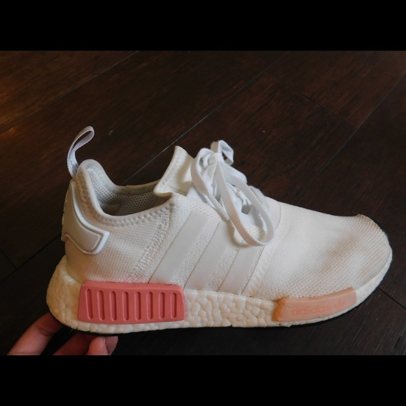 huge selection of 87413 cb047 Adidas NMD R1 Shoes (white / icey pink)